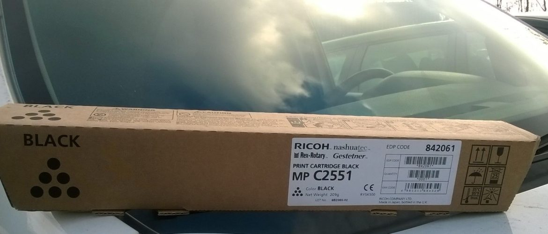 Oryginalny czarny toner Ricoh MP C2551 842061 841504 dostarczony w Katowicach